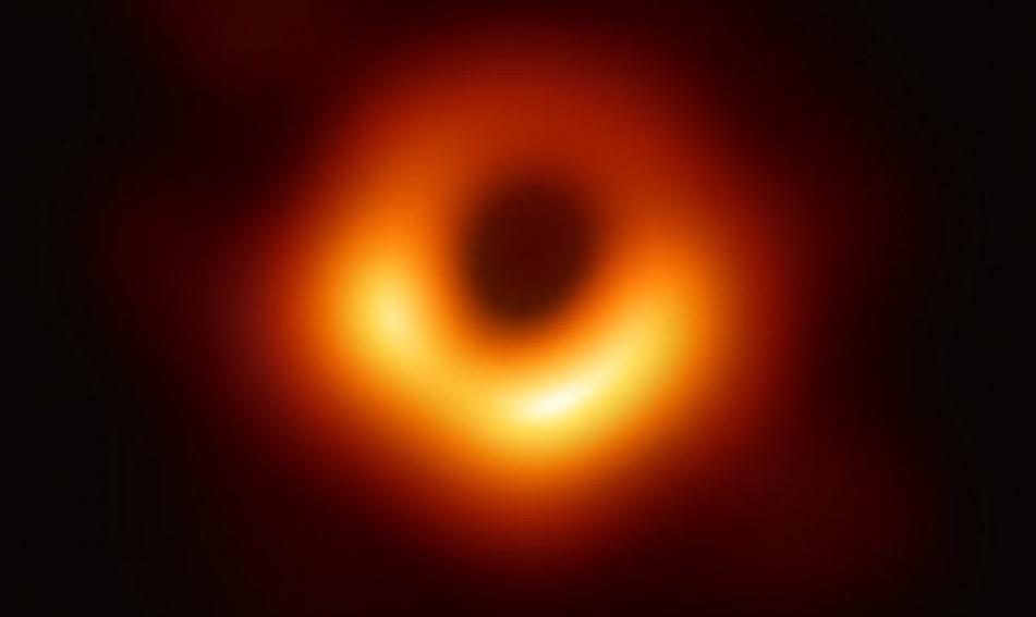 La foto del buco nero conferma le teorie di Einstein.