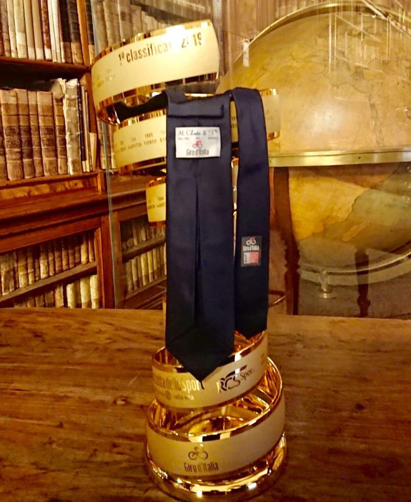 A Milano la cravatta di Napoli veste il Giro