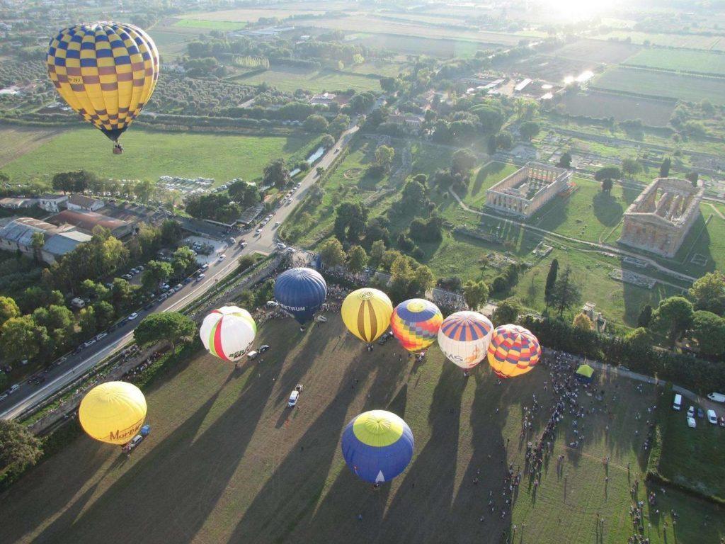 A Paestum si vola con il festival delle mongolfiere