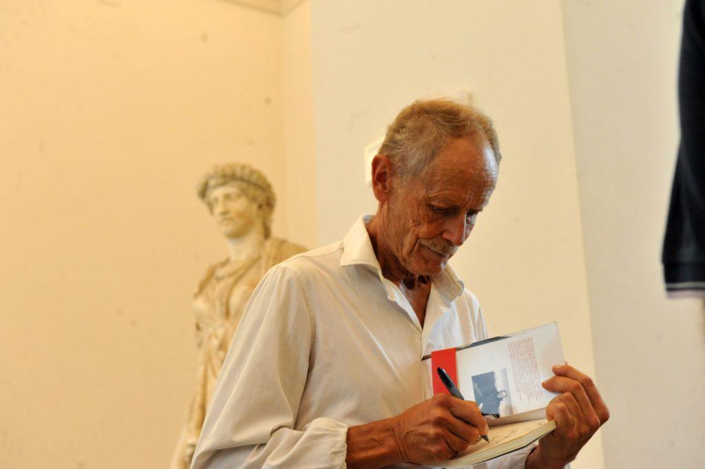 """""""Lo scaffale del MANN"""": libri ed arte"""