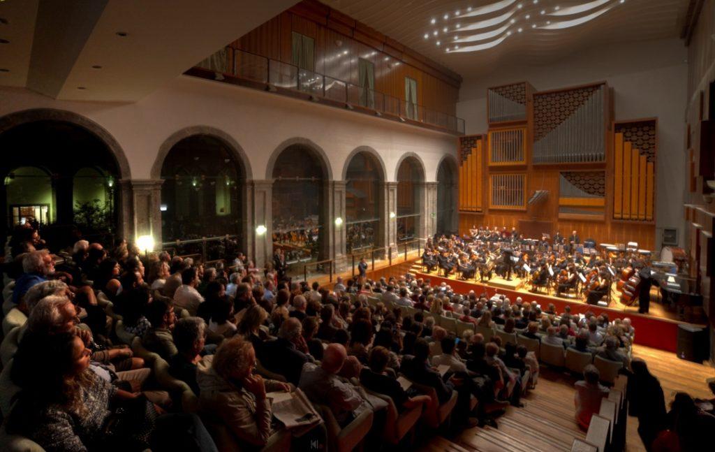 Marco Attura sul podio della Nuova Orchestra Scarlatti
