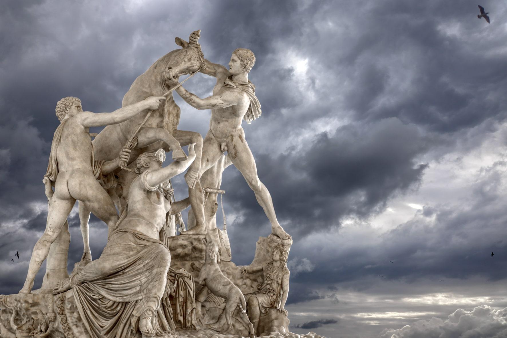 """""""Fuga dal museo"""": al MANN la fotografia di Assisi e Cipolla"""