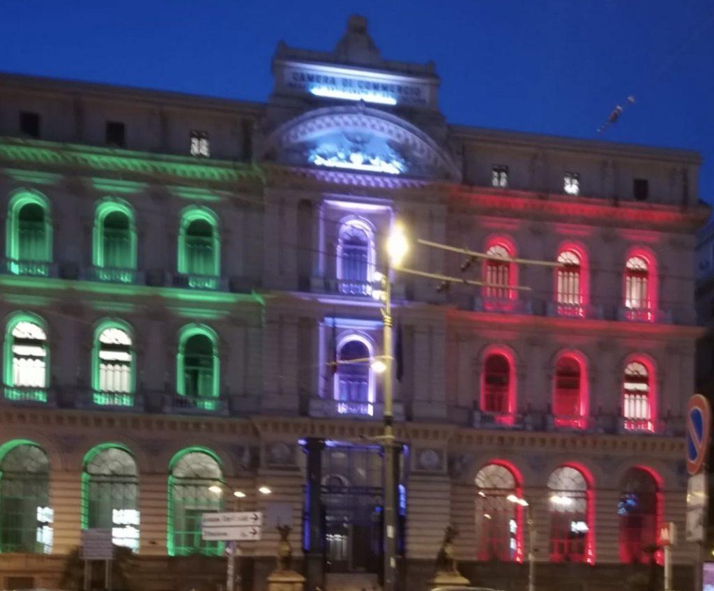 Palazzo della Borsa si illumina con il tricolore