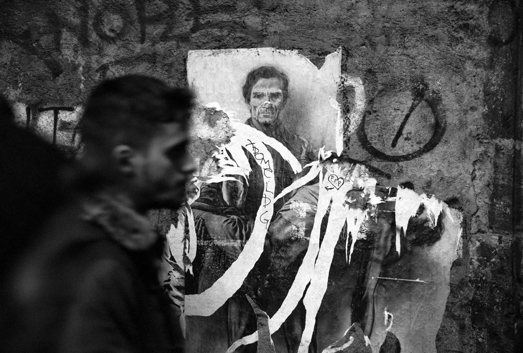 Naples, Sense of Place, nella Sala del Toro Farnese la mostra di Alex Trusty per raccontare Napoli